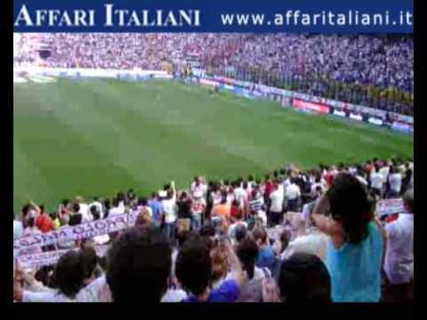 Doveva finire con gli applausi del pubblico, con la commozione, con il giro di campo. E tutto questo per Paolo Maldini, all'ultimo atto a San Siro dopo 901 g...