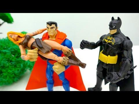 Супергерои: детское видео. Супермен на помощь! Игрушки для детей