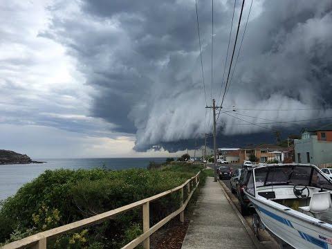 Sydney Storm - Watch Bondi beach Cloud tsunami roll into Sydney in Aystralia