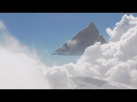 Pyramid UFO in the clouds filmed from airplane over HAWAII ! Dec 2016