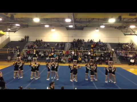 Woodford County Middle School Cheerleaders at Jacketfest