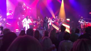 Earth Wind and Fire - September, Let's Groove (Live, Brady Theatre)