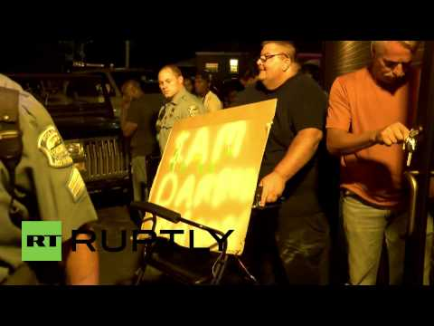 USA: See Ferguson protesters clash with Darren Wilson supporter