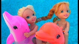 Elsa and Anna toddlers boat trip with Barbie and Skipper, playing with dolphins and fun!