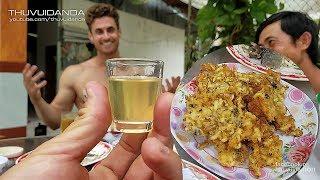 Phấn Hoa Tửu Bánh Nhộng Ong Mê Lòng Dustin | Anh Em Được Thử Rượu Ong Mặt Quỷ