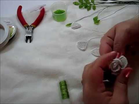 Маленькая роза из бисера - YouTube