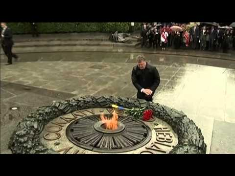 Ukraine Marks WWII Anniversary: President Poroshenko marks 74 years since Nazi invasion