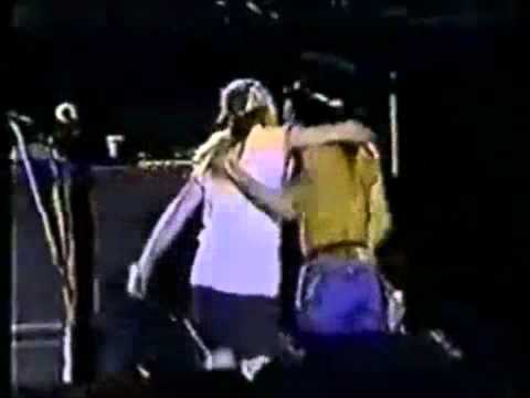 Ultimo Abrazo de Axl Rose y Slash