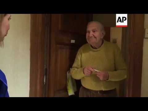 Charity helps elderly in Rome with deliveries