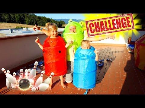 ВЫЗОВ ПРИНЯТ от Канал Радужки ЧЕЛЛЕНДЖ Гольф Боулинг 100 Пластиковых Бутылок В СМЕШНЫХ КОСТЮМАХ