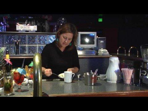 Recetas De Bebidas Hechas Con Ron : Preparación de un ron caliente a la mantequilla