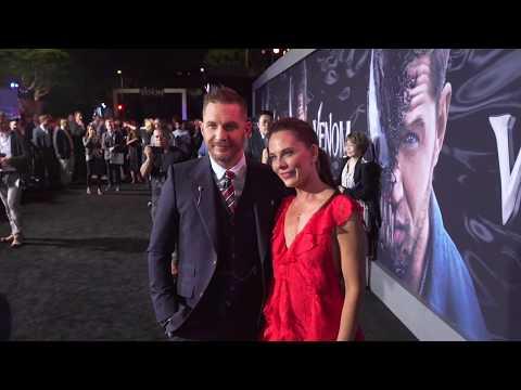 Venom: Red Carpet Movie Premiere Arrivals & Fashion - Tom Hardy en streaming