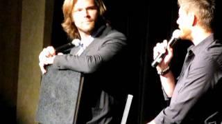 Supernatural Nashcon 2011 - J2 have each other's backs