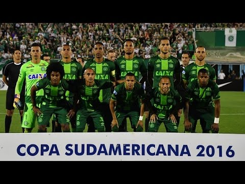 Plane carrying Brazilian football team Chapecoense crashes in Colombia
