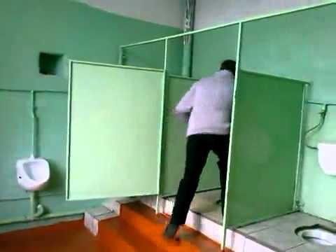 skritaya-kamera-v-tualete-ofisa-video-smotret