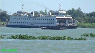 Ngắm nhìn những chiếc phà trên sông nước miền tây/Ferry across the river