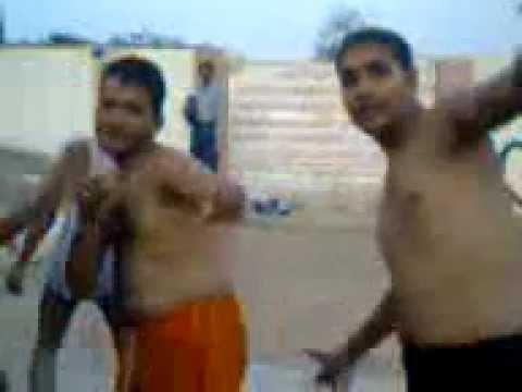 Trikaal Ka Nanga Naach video