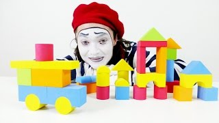 Mime Alex plays in the constructor. New video for children. Мим Алекс играет с конструктором.