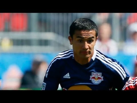 GOAL: Tim Cahill powers in Thierry Henry cross | Toronto FC vs New York Red Bulls