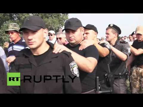 Ukraine: Clashes as nationalists disrupt Moscow Patriarchate church procession in Boryspil