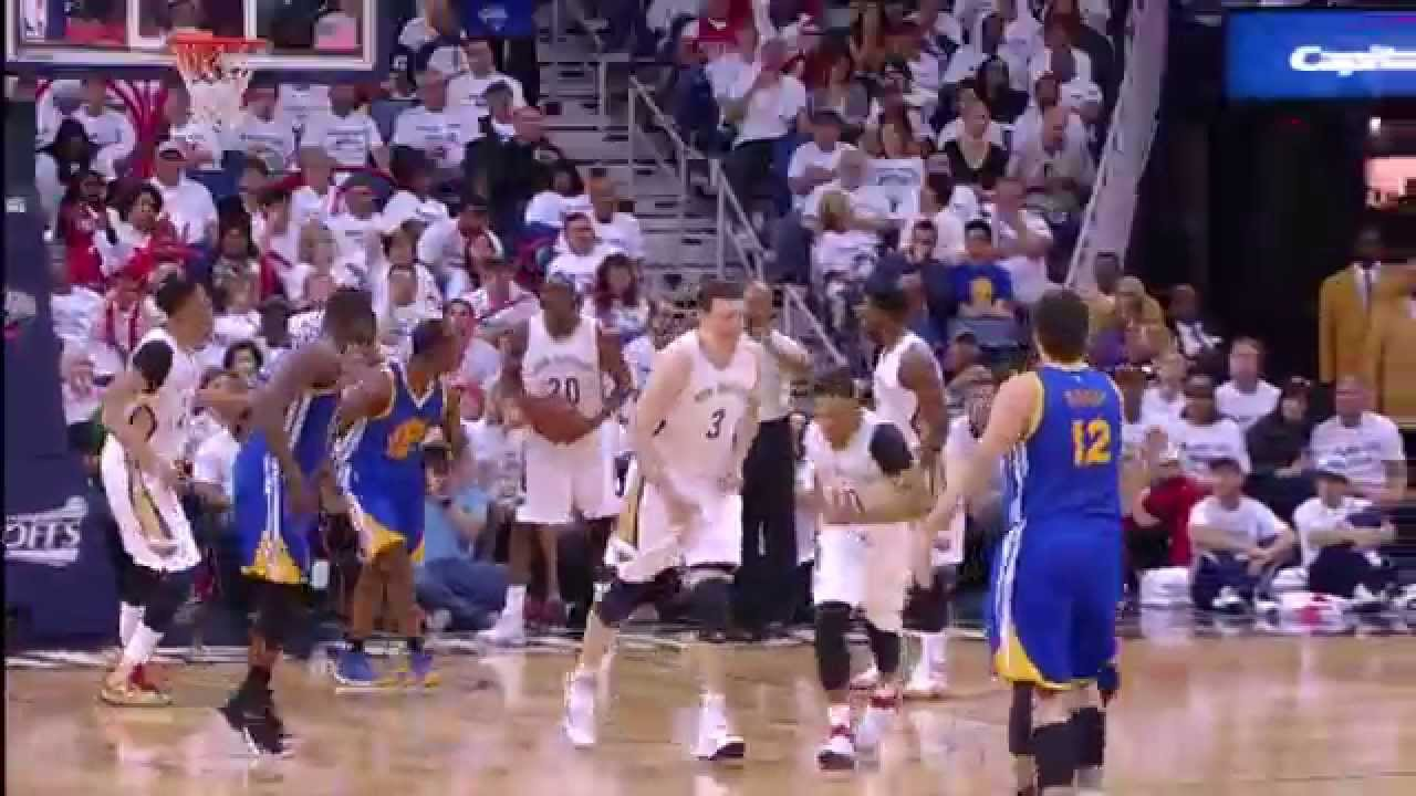 Chef Curry Serves Sweet Dish to Barnes
