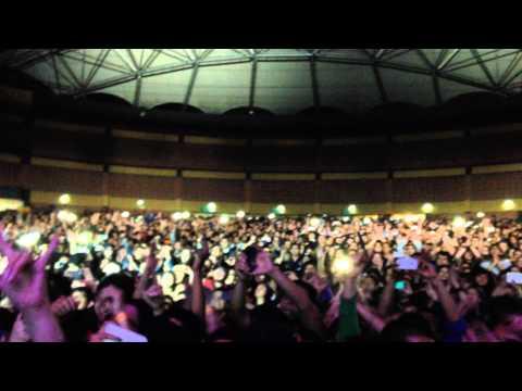Extremoduro y el público - La vereda de la puerta de atrás (Quito 2014)