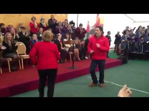 Video de la Presidenta Michelle Bachelet  bailando con el Concejal del pueblo Luis Morales