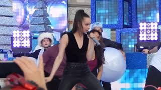 download lagu Descendants 2 - Sofia Carson Performing Chillin Like A gratis