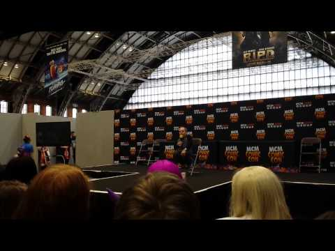 Warwick Davis talking at Manchester Comic-Con 2013