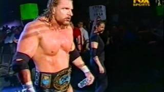 Triple H and Stephanie McMahon's Entrance on RAW - 4/09/01