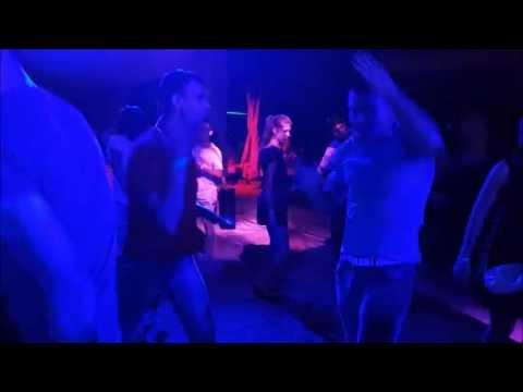 Tinerii danseaza la Goa