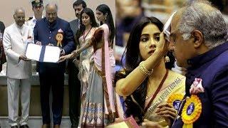 Sridevi's Daughter Jhanvi Kapoor WIPES Boney Kapoor's Tears On Stage As Sridevi WINS National Award