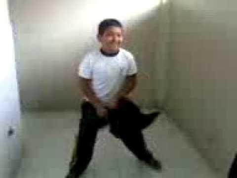 Bailando El Chavo Reguetonero video