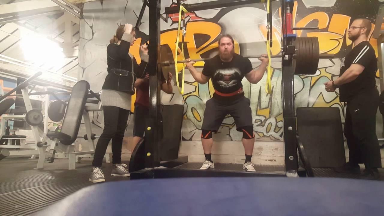 305kg / 672lb paused raw squat PB