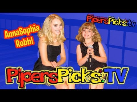 ANNASOPHIA ROBB INTERVIEW EXCLUSIVE w 8 YR OLD RED CARPET REPORTER PIPER REESE (PipersPicks 037)