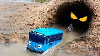 There is shark in the cave! Tayo Bus, Max, Gani don't go there!