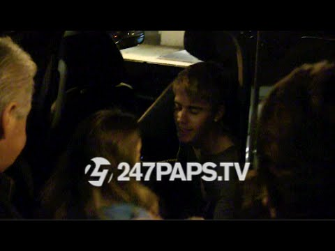 (Brand New) (Exclusive) Justin Bieber looking at apartments...