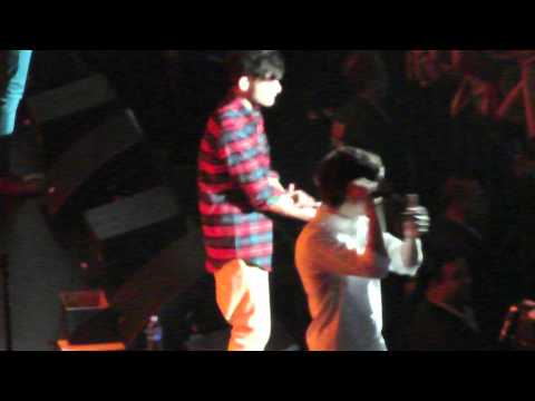 Harry Styles shirt gets ripped open in Chicago!! 6-2-12 Music Videos