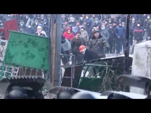 Беркут Горит!!!   Киев Грушевского Майдан Коктейль Молотова 21 01 2014