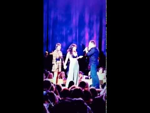 Idina Menzel and Danny McNie sing at RADIO CITY  HALL - Take Me Or Leave Me - Impromptu