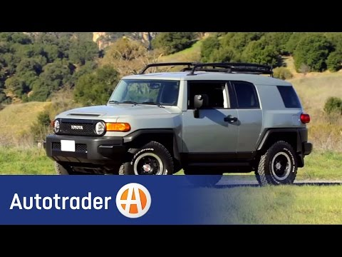 2013 Toyota FJ Cruiser: New Car Review - AutoTrader