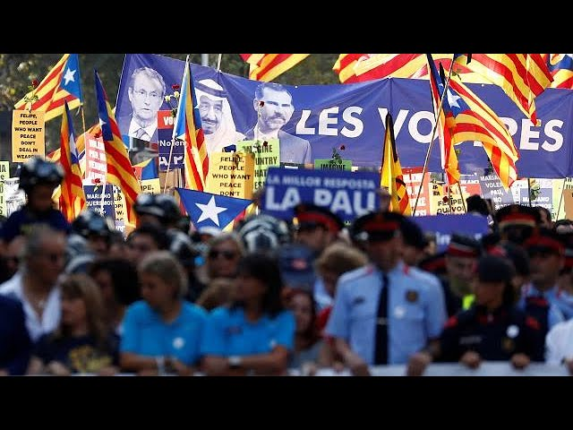 Thousands join anti-terror march in Barcelona