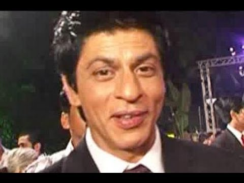 Shahrukh Khan & Kareena Kapoor will pair up again, Neha Dhupia's hot photo shoot, & more news