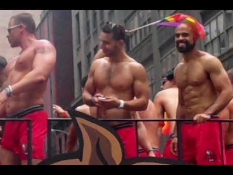 WHOAH!!! SUPER SEXY BOXERS BAR HUNKS at the 2013 NYC GAY PRIDE PARADE
