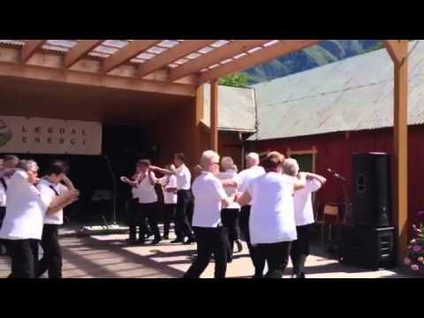Oppvisning av gammeldans i Lærdal