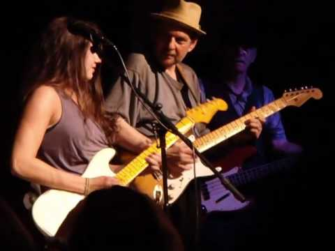 Ronnie Earl with Julie Melucci at The Narrows, Fall River, 6 19 2010.MP4