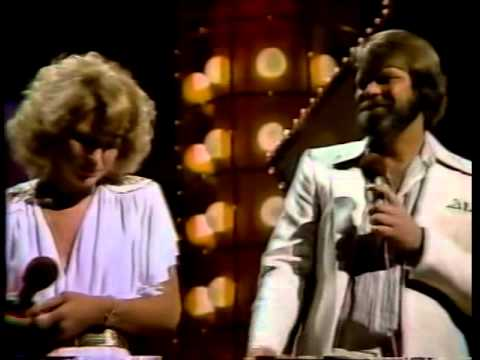 Glen Campbell - Shoulder To Shoulder