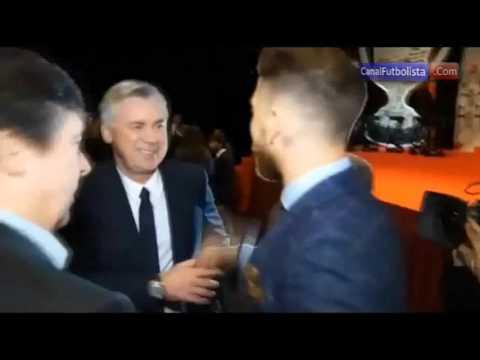 Cariñoso saludo entre Cristiano Ronaldo y Carlo Ancelotti en los premios Marca