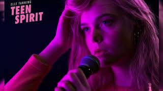 "Elle Fanning ""Dancing on my own"" (Lyrics)"