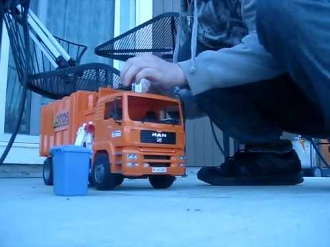 Bruder Toys Quot Man Side Loading Garbage Truck Quot Demo Youtube